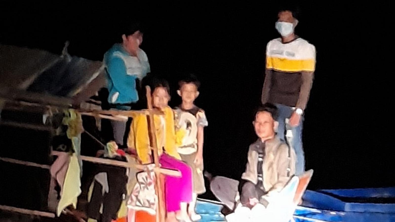 3 hộ gia đình tìm cách vượt biên vào Việt Nam trong đêm