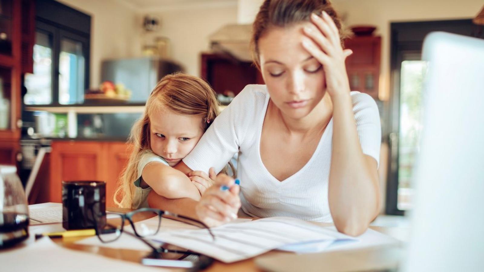 Các cách giúp mẹ có thể cân bằng giữa công việc và chăm sóc gia đình