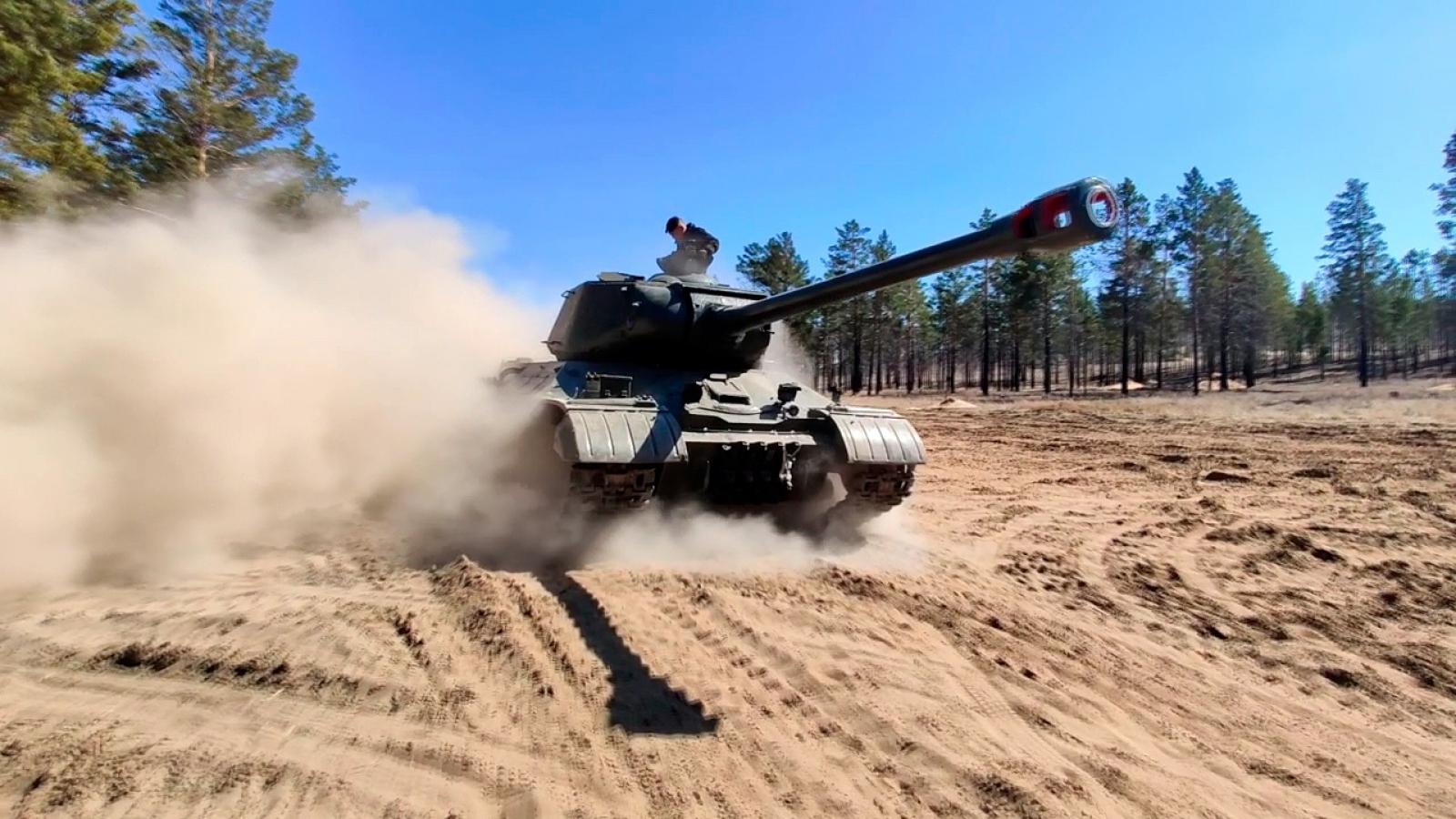 Nga thử nghiệm xe tăng hạng nặng huyền thoại IS-2 sau khi phục hồi