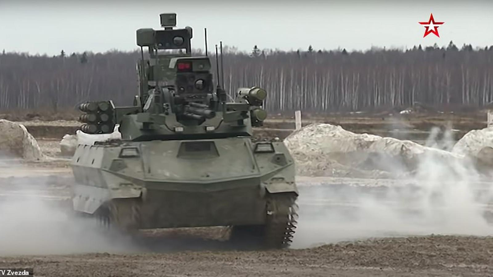 Nga phô diễn sức mạnh xe tăng robot mới giữa lúc căng thẳng với Ukraine