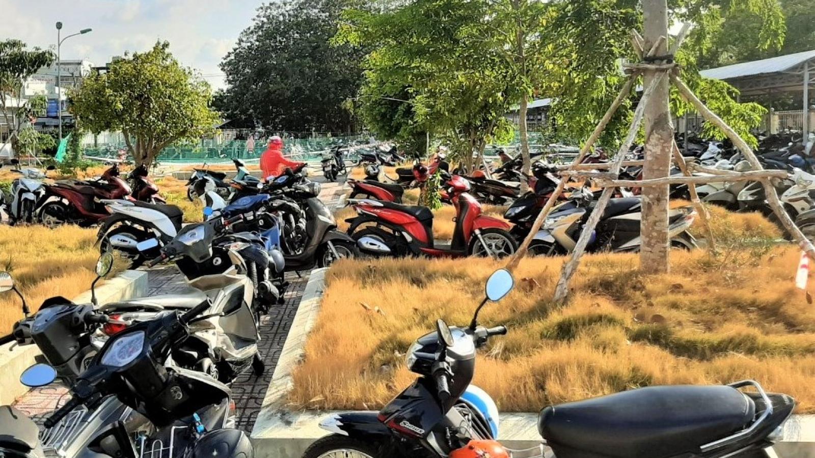 """Chủ tịch UBND tỉnh Cà Mau chỉ đạo xử lý vụ """"Nhà thầu khóa nhà xe bệnh viện"""""""