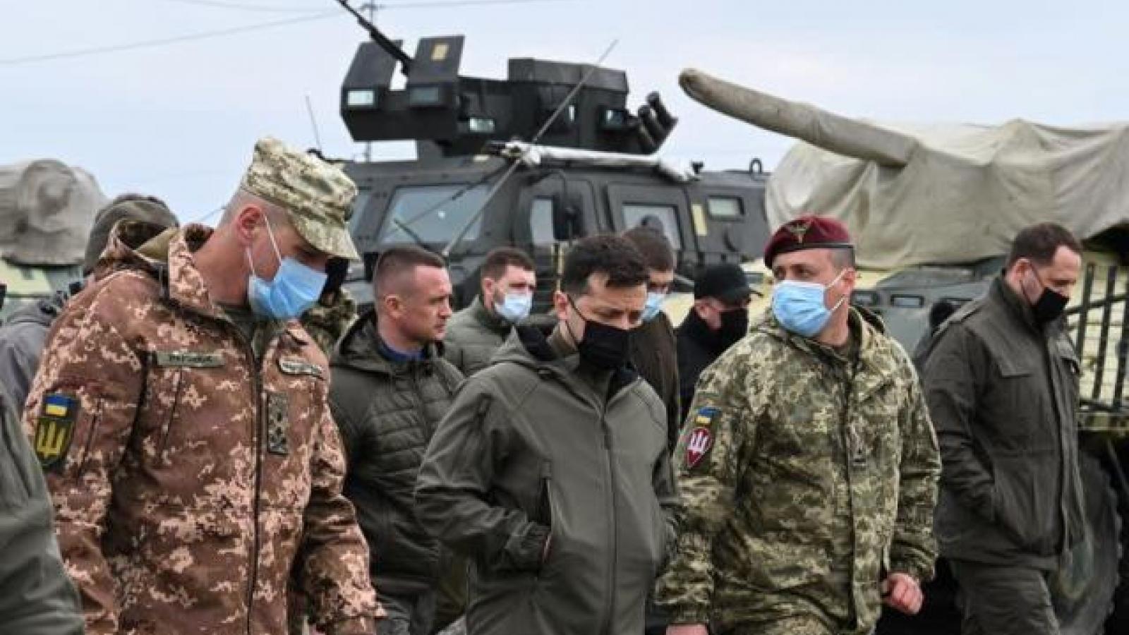Tổng thống Ukraine chỉ đạo quân đội sẵn sàng trước căng thẳng với Nga