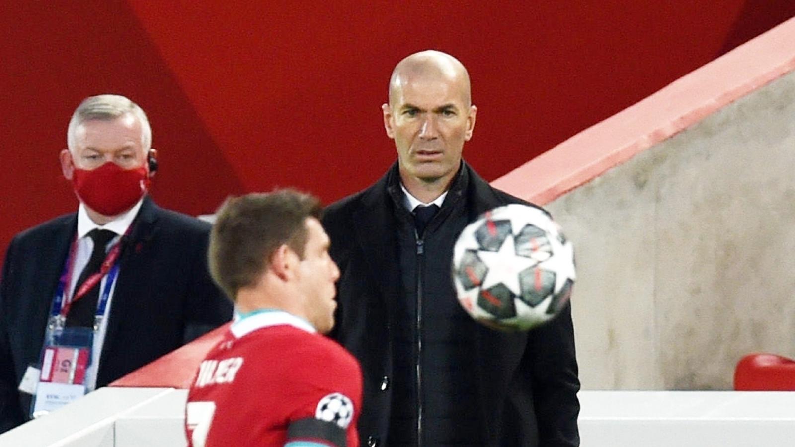 """Real Madrid vào bán kết Champions League: HLV Zidane """"vô chiêu thắng hữu chiêu"""""""