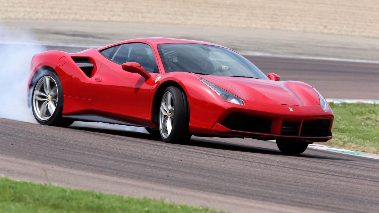 Lần đầu tiên siêu xe Ferrari bị triệu hồi tại Việt Nam