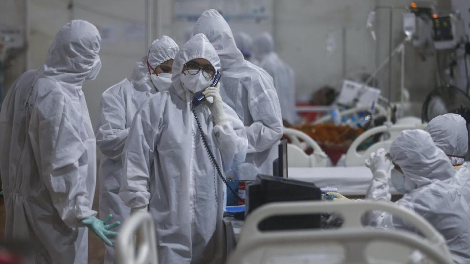 Bên trong bệnh viện dã chiến điều trị cho hàng nghìn bệnh nhân Covid-19 ở Ấn Độ