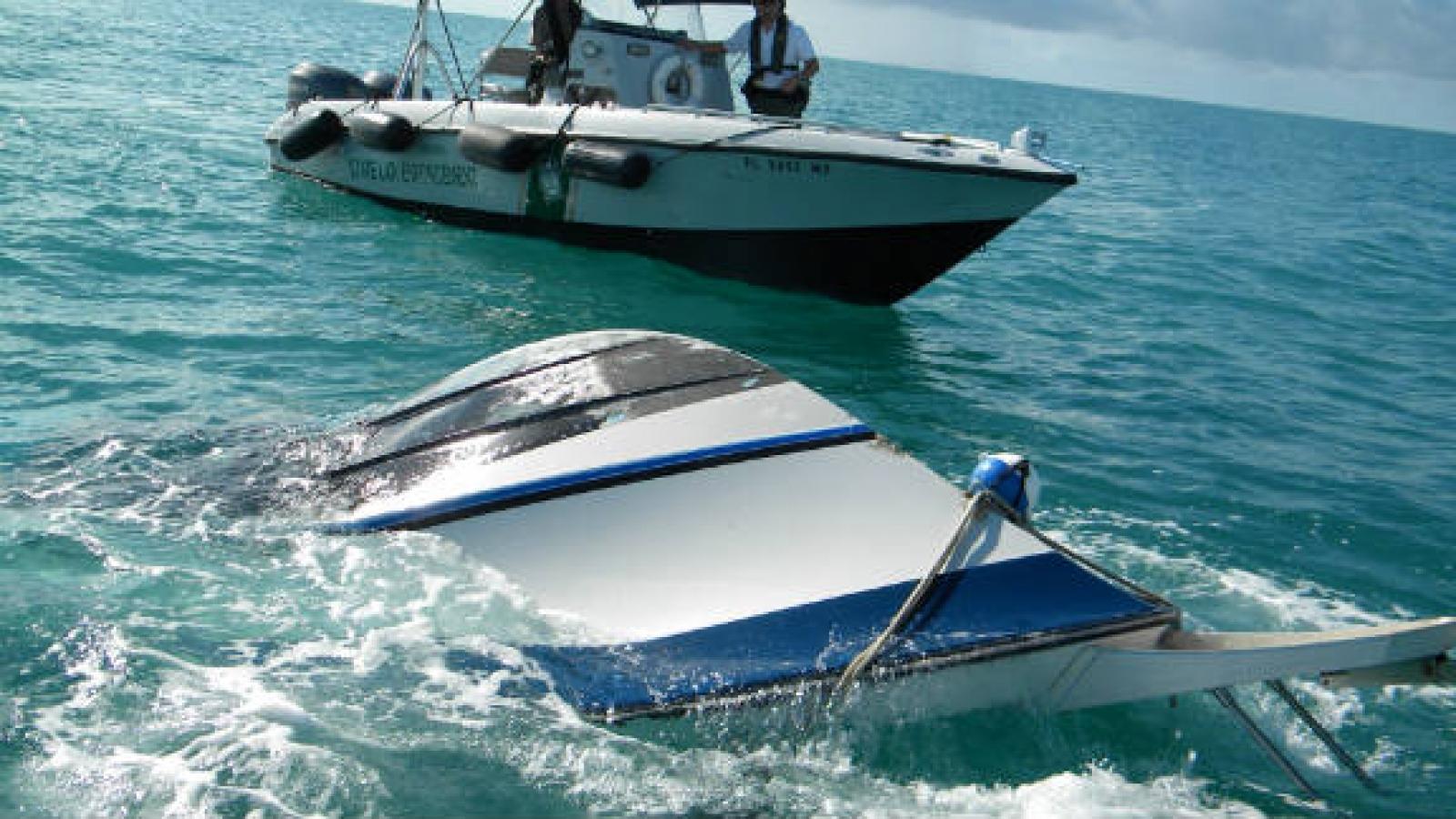 Lật tàu tại Florida (Mỹ) khiến 2 người thiệt mạng, 10 người mất tích
