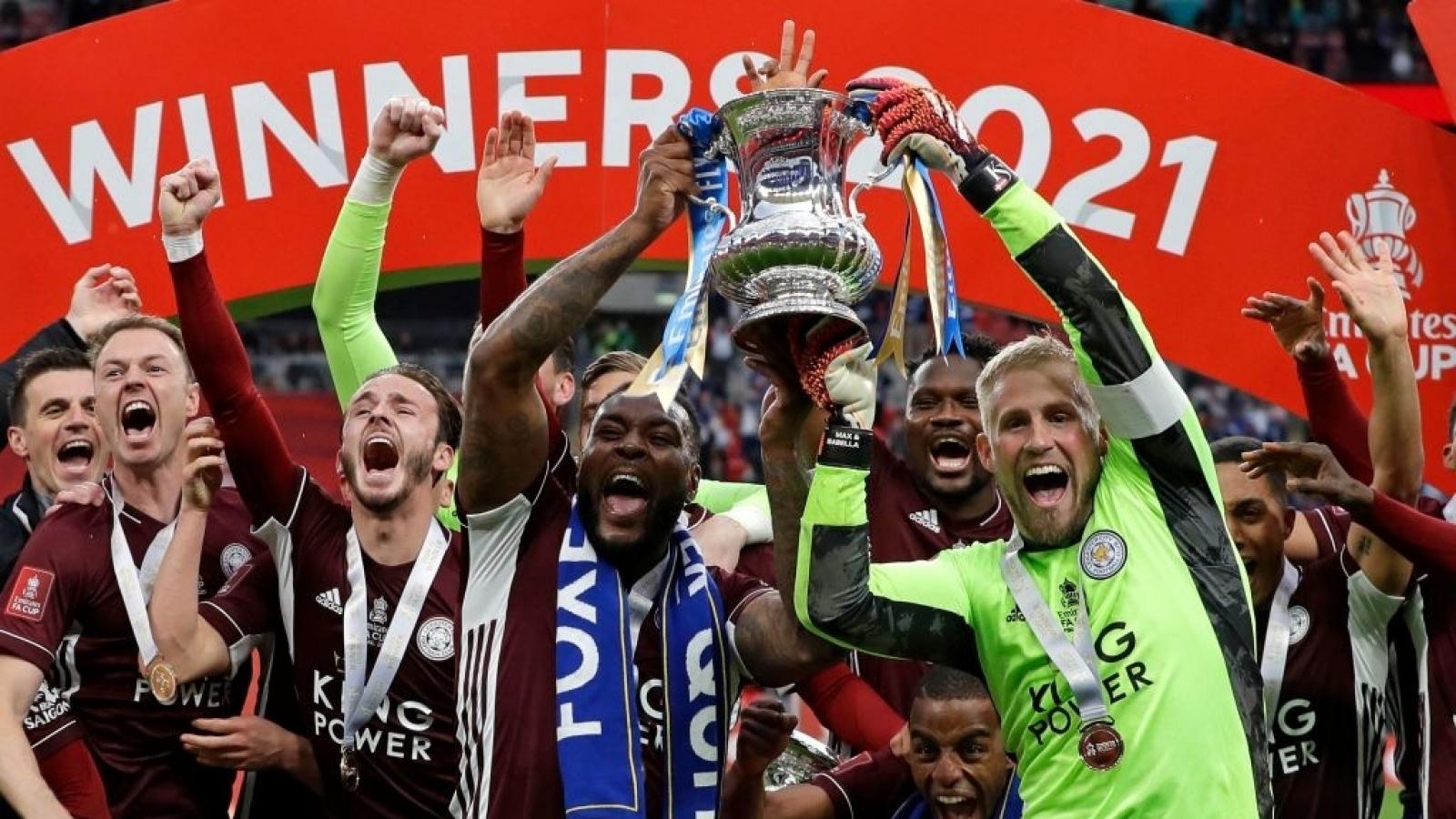 """Chelsea """"khóc hận"""" vì VAR, siêu phẩm đưa Leicester City đi vào lịch sử"""