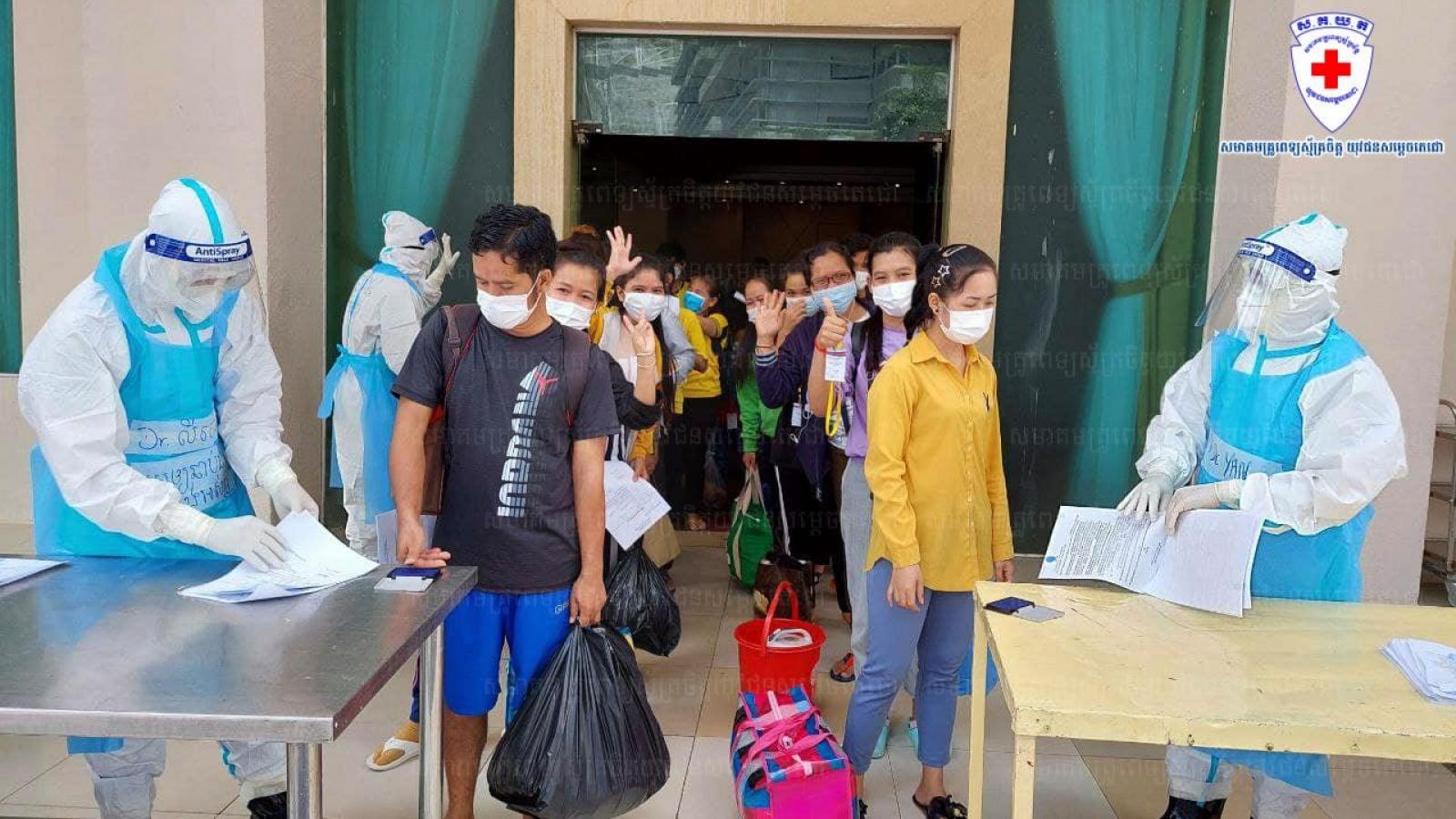 Campuchia tiếp tục ghi nhận thêm 6 ca tử vong và 446 ca mắc Covid-19