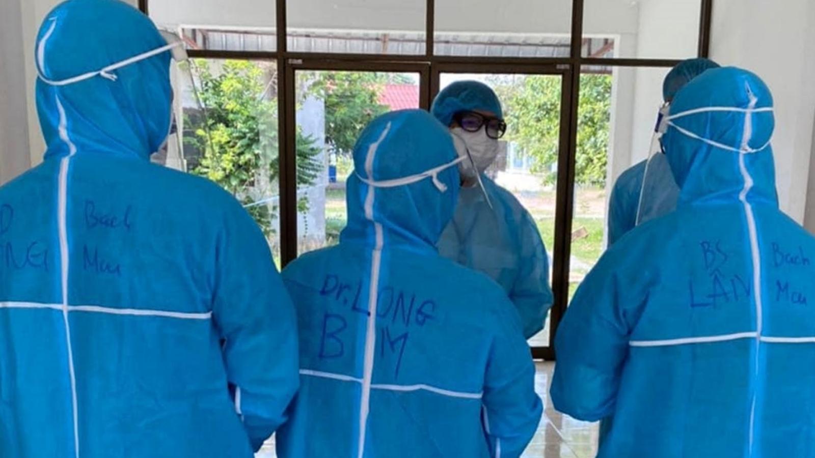 Bác sĩ Việt Nam hỗ trợ cấp cứu thai phụ Lào mắc COVID-19