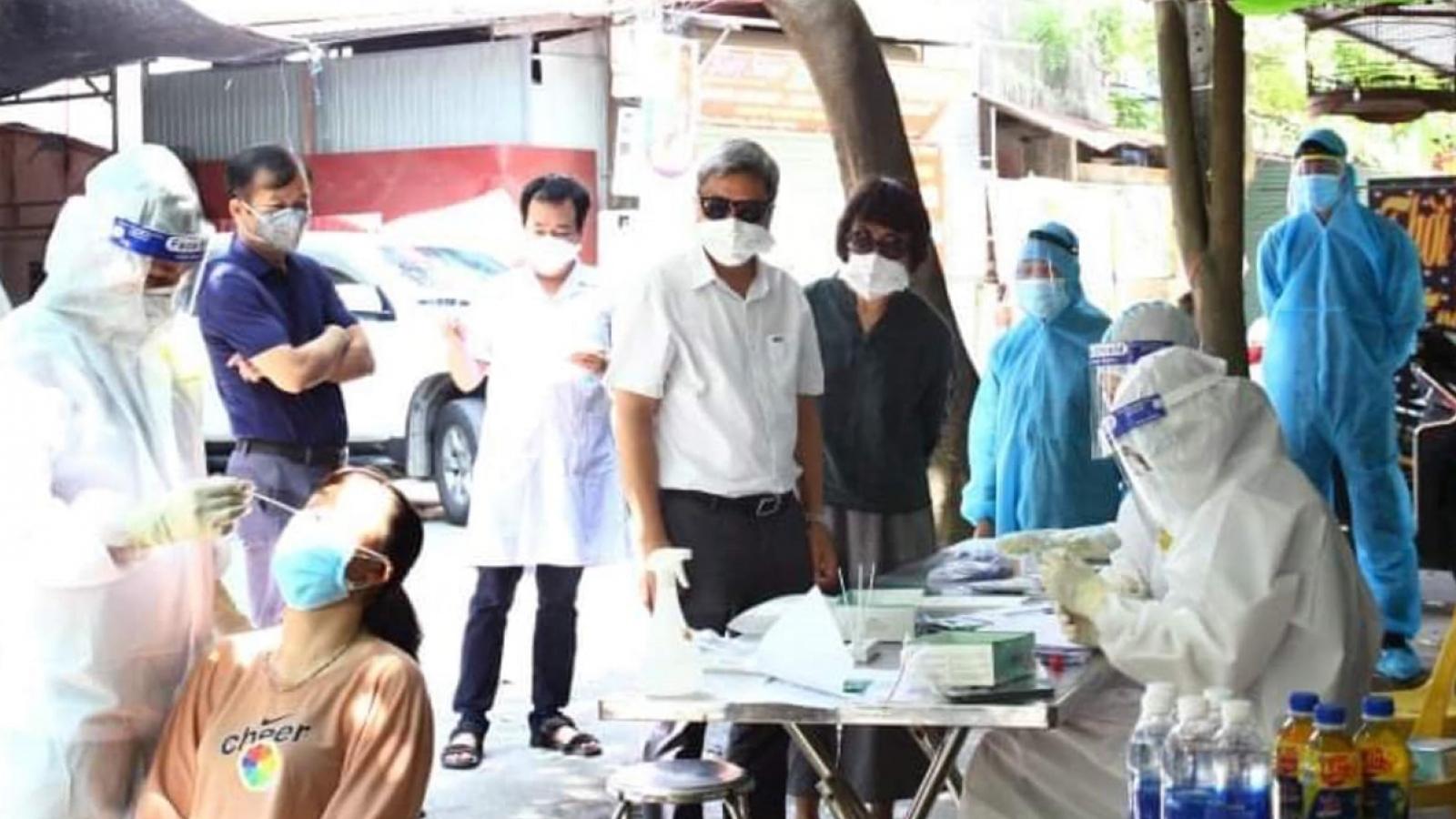 Thứ trưởng Nguyễn Trường Sơn kiểm tra triển khai test nhanh tại Bắc Giang
