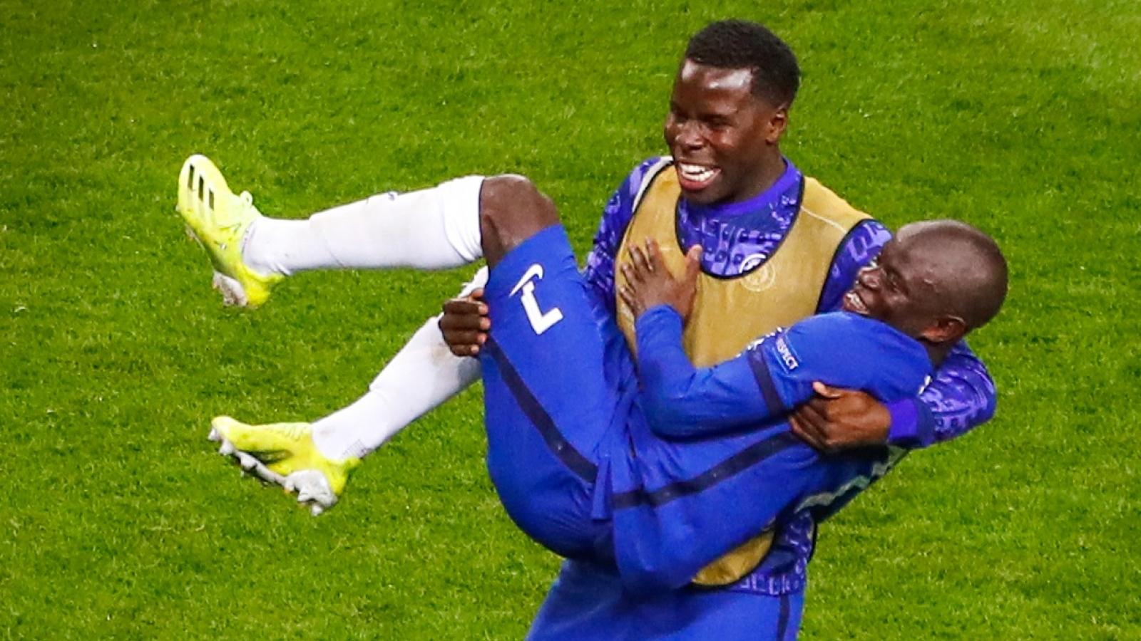 """Những khoảnh khắc """"để đời"""" khi Chelsea vô địch Champions League"""