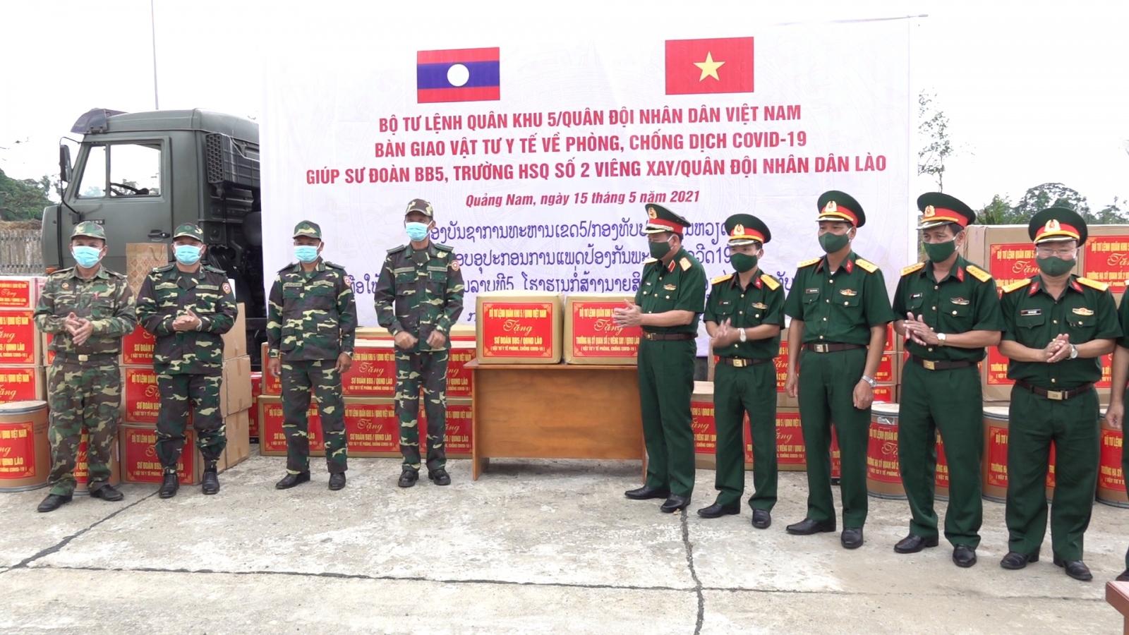 Quân khu 5 tặng thiết bị, vật tư y tế các đơn vị Quân đội Nhân dân Lào