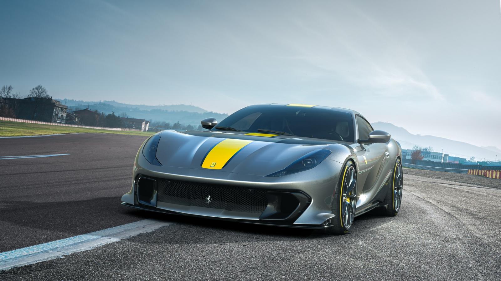 """Ferrari xác nhận sản xuất động cơ """"quái vật"""" V12"""