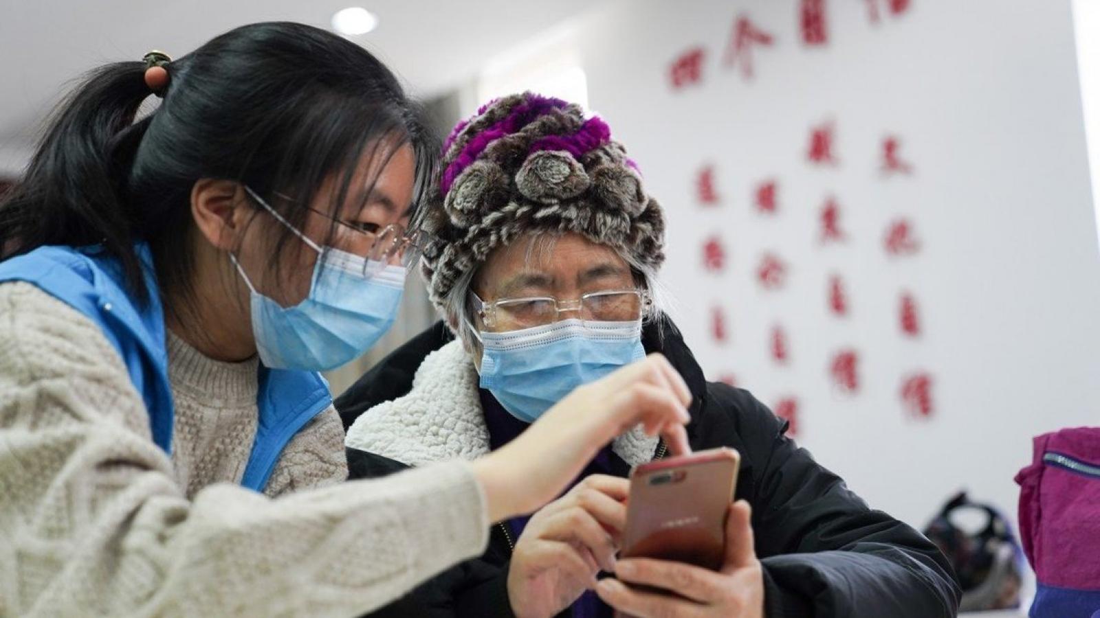Trung Quốc hỗ trợ người cao tuổi bắt kịp công nghệ