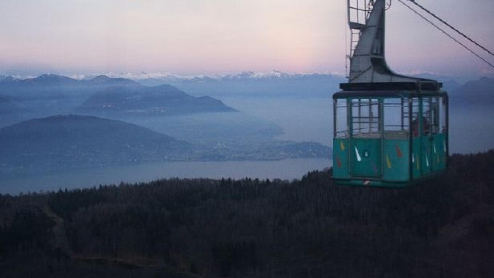 Hiện trường vụ rơi cabin cáp treo làm 14 người chết thảm khốc ở Italy