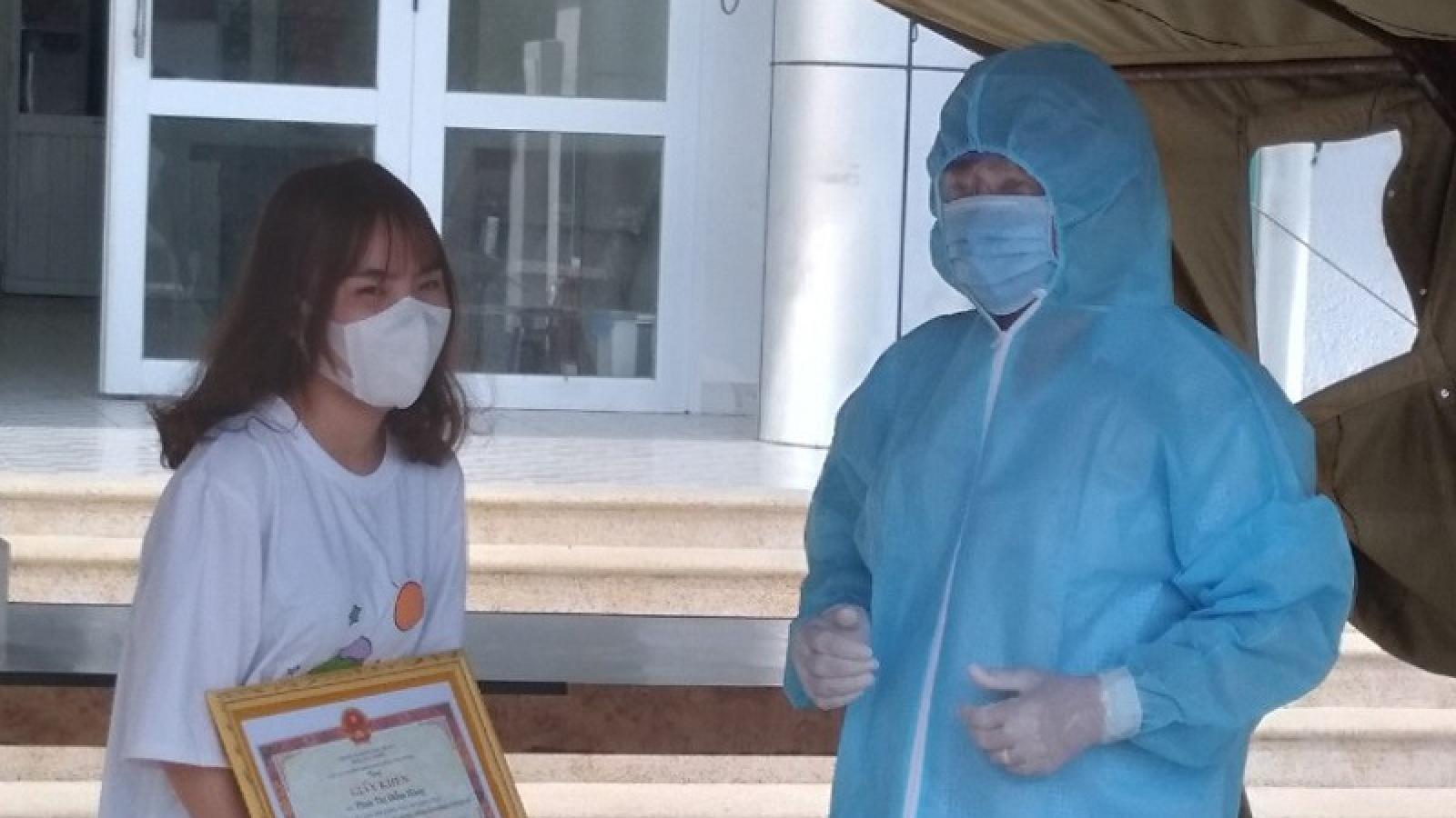 Bình Thuận khen thưởng nữ sinh viên tự giác khai báo y tế