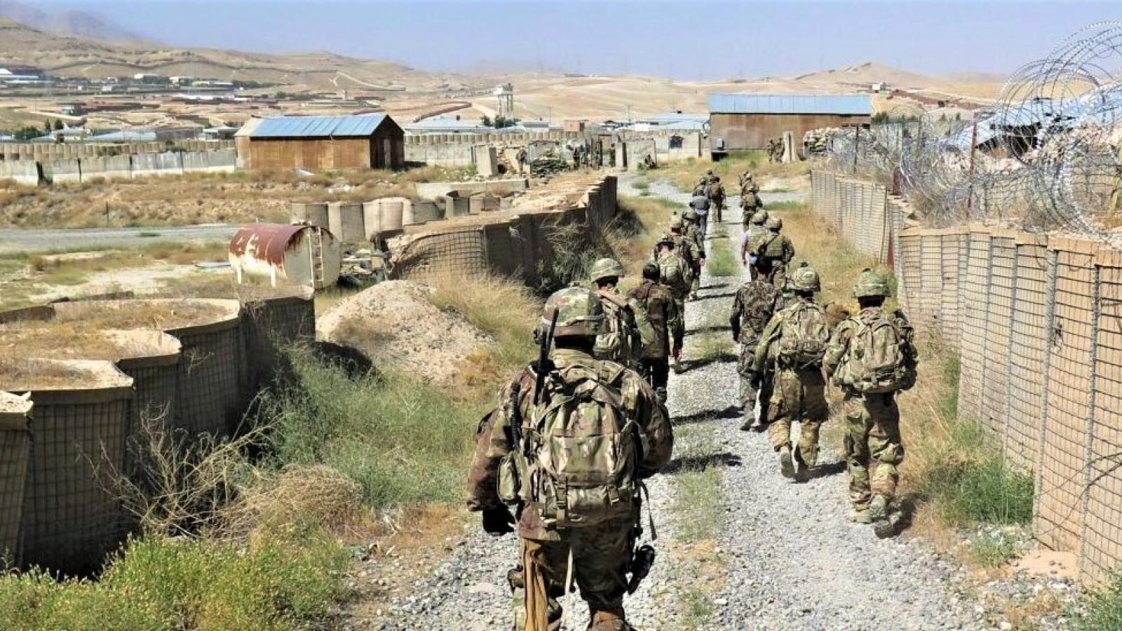 """Afghanistan: quân Mỹ và NATO rút đi, nhiều điều """"không rõ ràng"""" ở lại"""