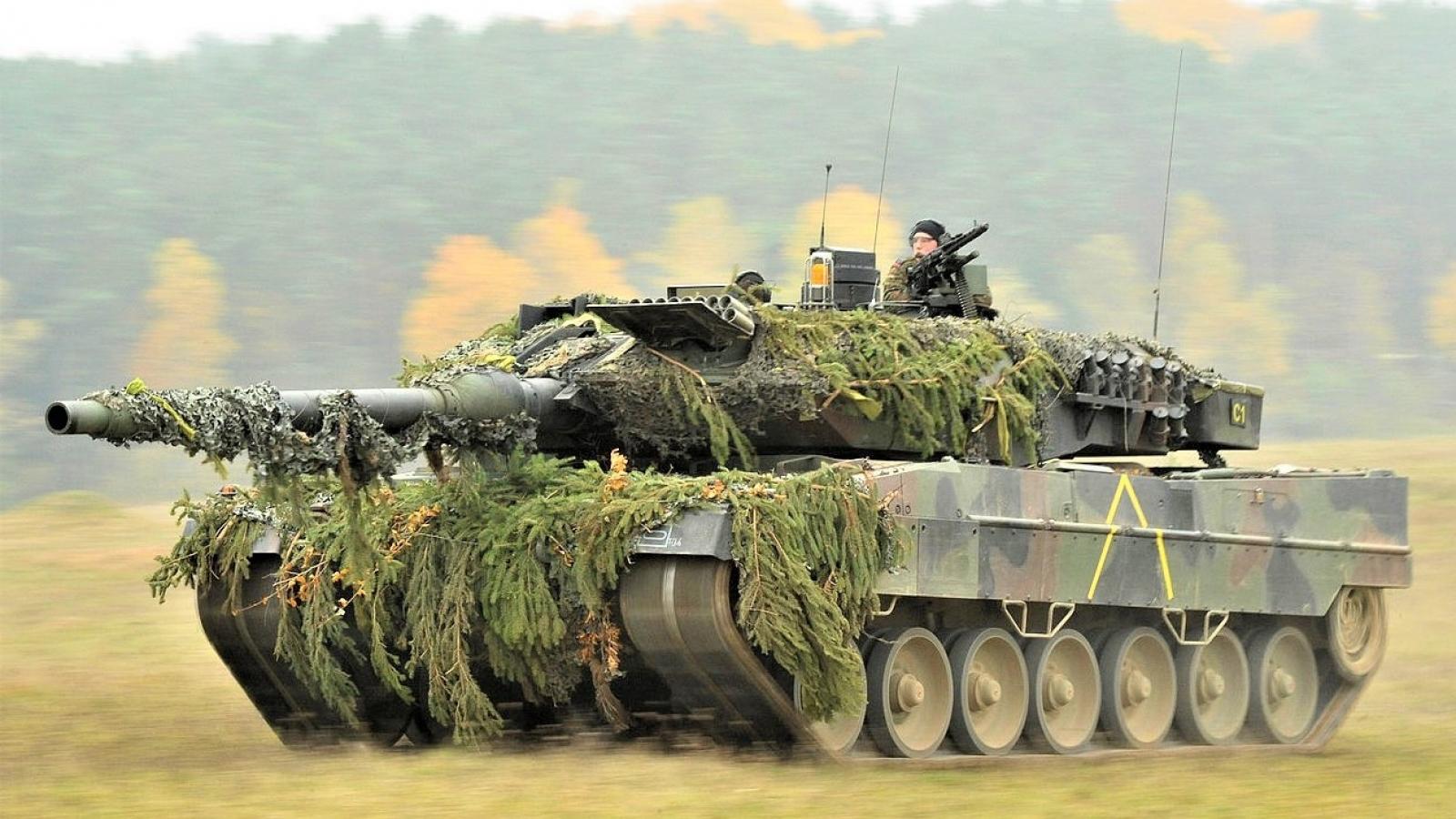 Tại sao Anh lại chọn tự nâng cấp xe cũ thay vì mua xe tăng Đức?