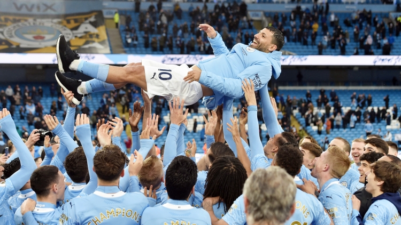Aguero xô đổ kỷ lục của Rooney trong trận đấu chia tay Man City