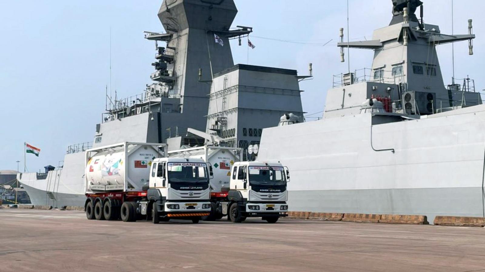 Không quân và Hải quân Ấn Độ tăng cường vận chuyển hàng cứu trợ Covid-19