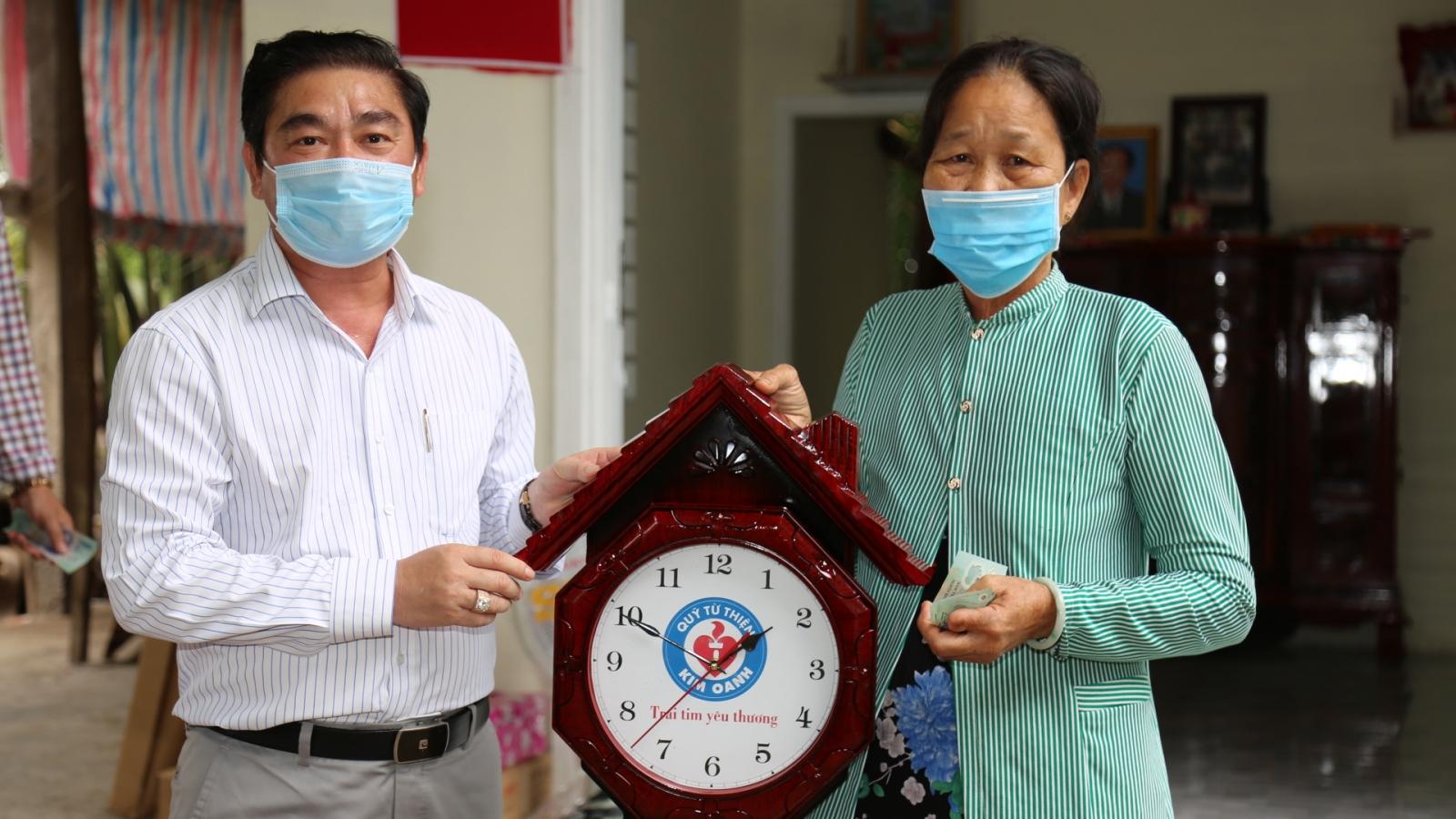 Kim Oanh Group trao tặng nhà tình thương cho hộ nghèo ở Vĩnh Long
