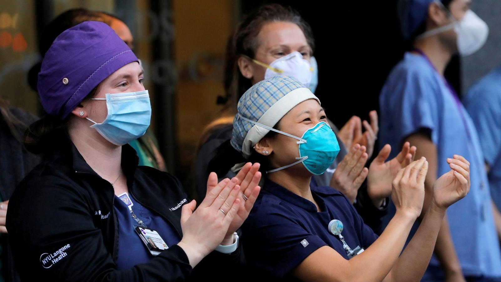 Nhân viên y tế gốc Á đối mặt với sự thù ghét và bạo lực giữa đại dịch Covid-19