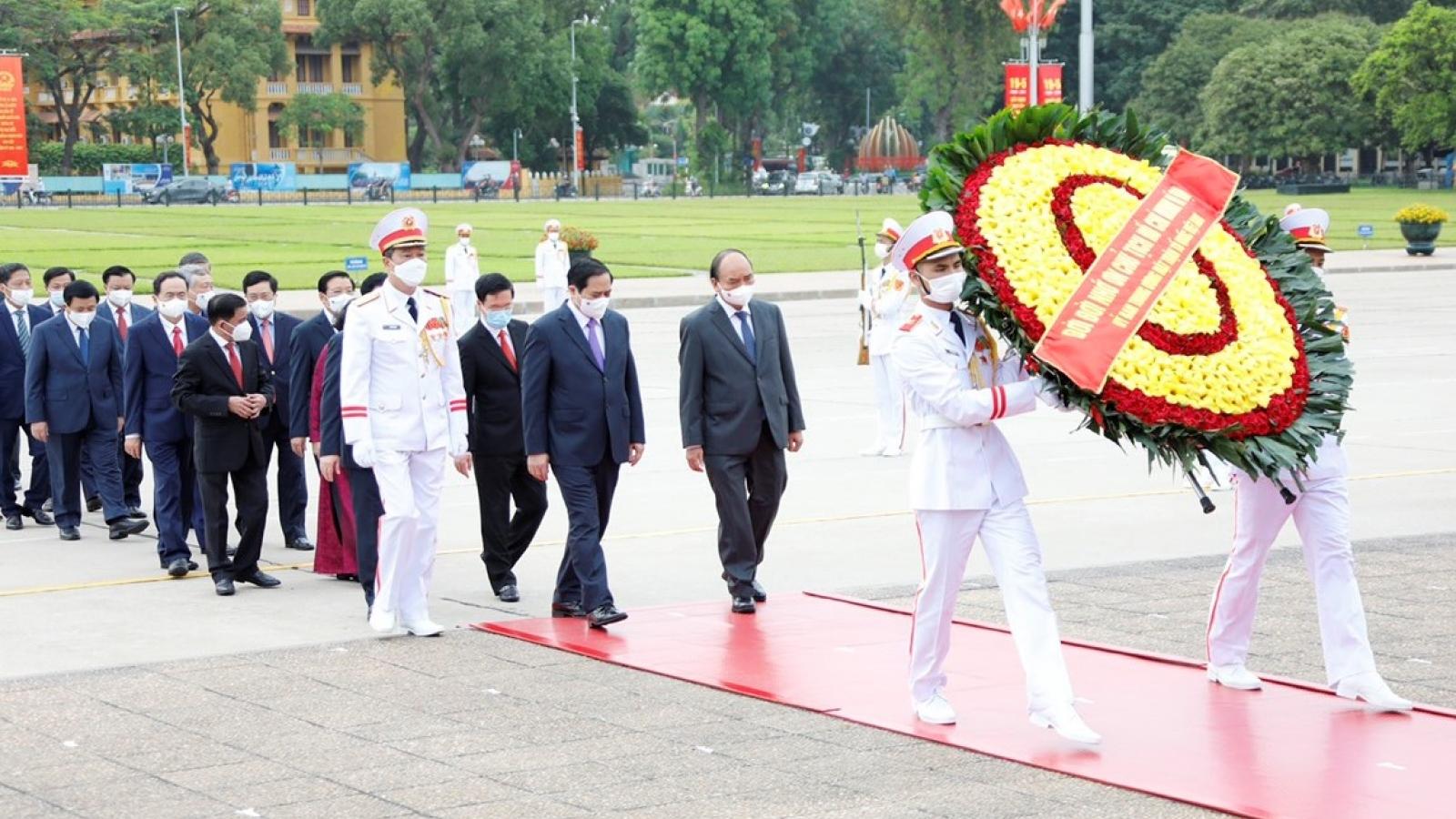Đoàn đại biểu lãnh đạo Đảng, Nhà nước vào Lăng viếng Chủ tịch Hồ Chí Minh