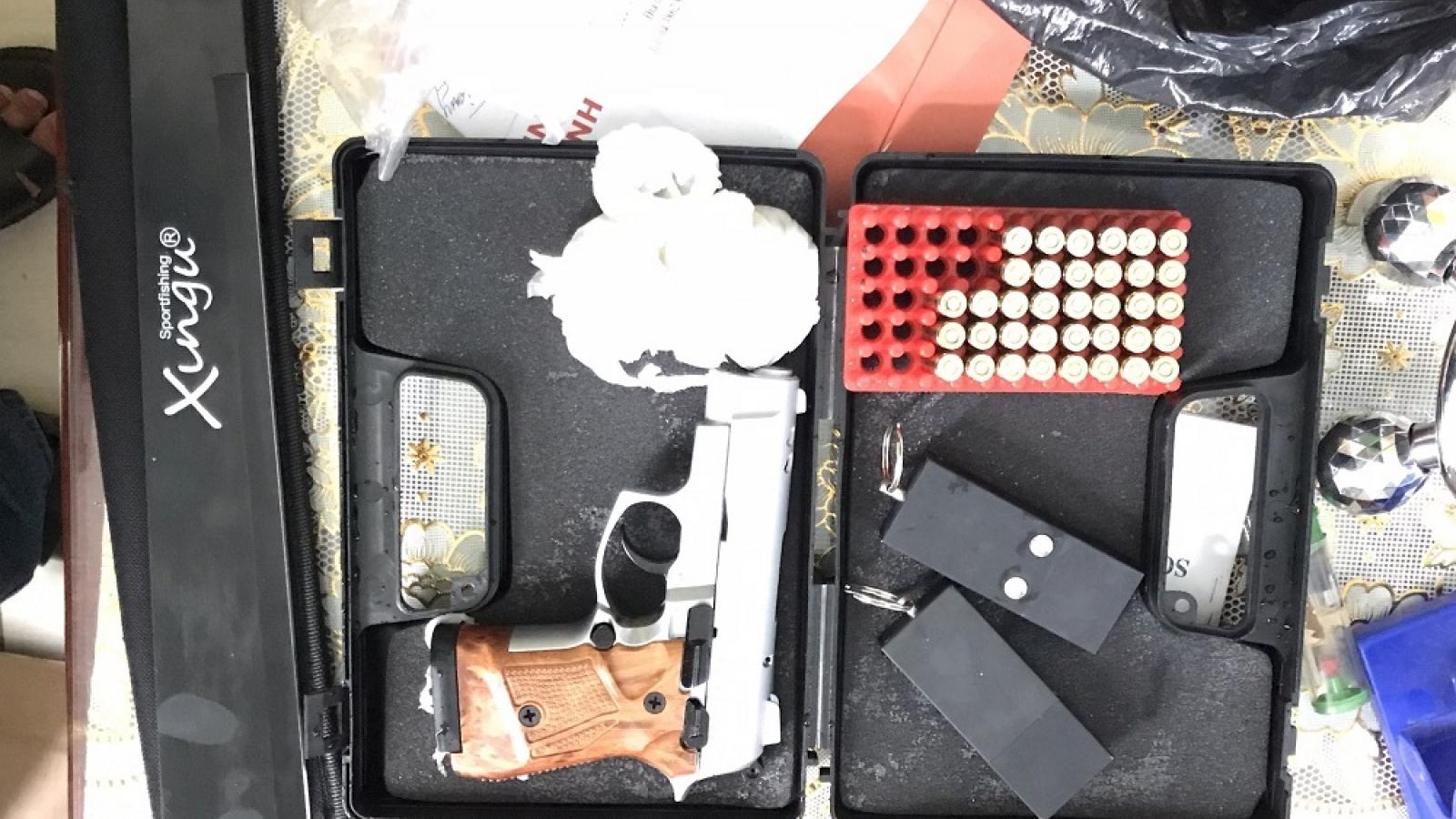 An Giang bắt giữ nhiều hàng hóa không rõ nguồn gốc và 1 khẩu súng bắn đạn cao su