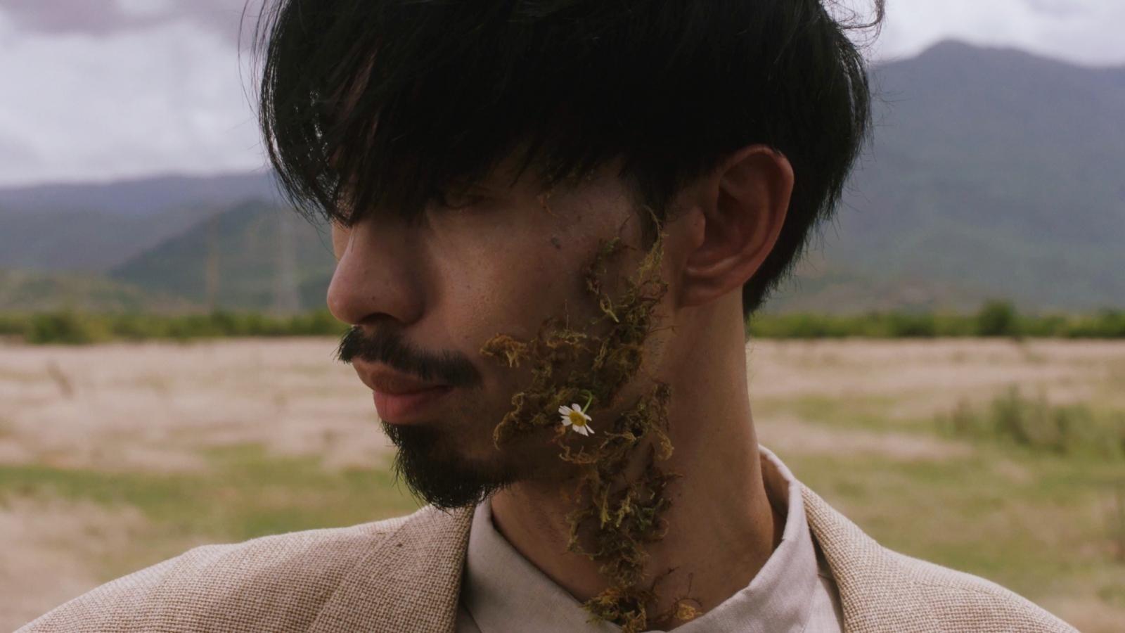 """Hơn 1 ngày ra mắt, MV """"Trốn tìm"""" của Đen Vâu chính thức đạt top 1 trending"""