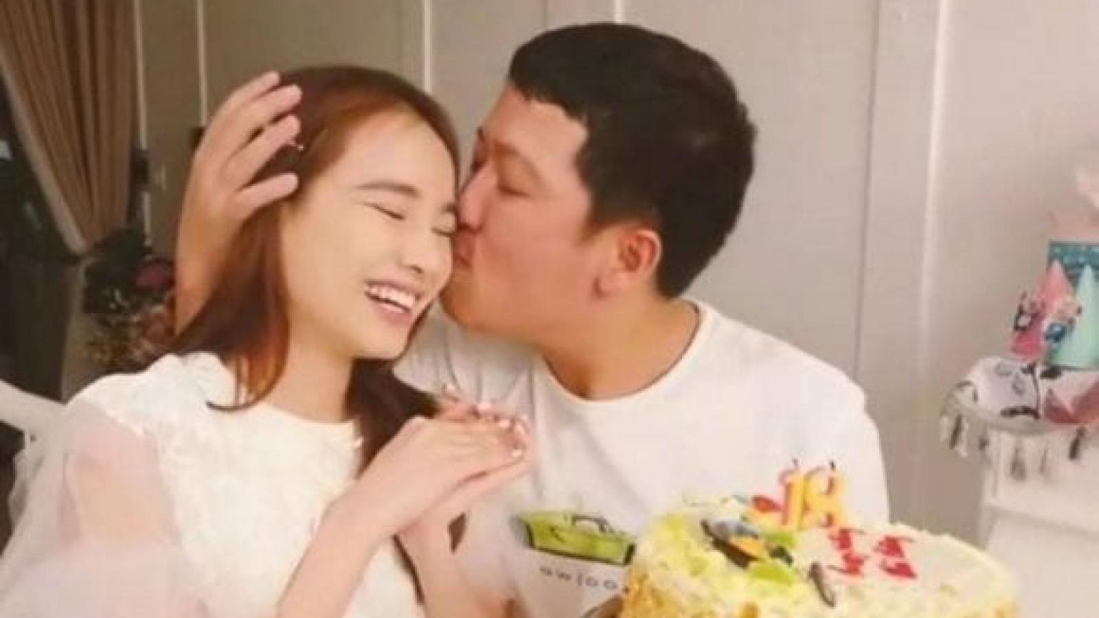 Chuyện showbiz: Trường Giang ngọt ngào hôn Nhã Phương trong ngày sinh nhật