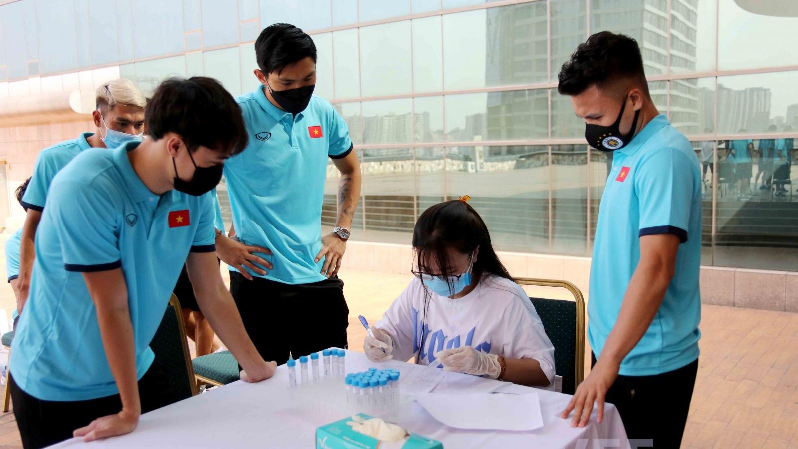 HLV Park và dàn sao ĐT Việt Nam tiêm mũi vaccine thứ 2 ngừa COVID-19