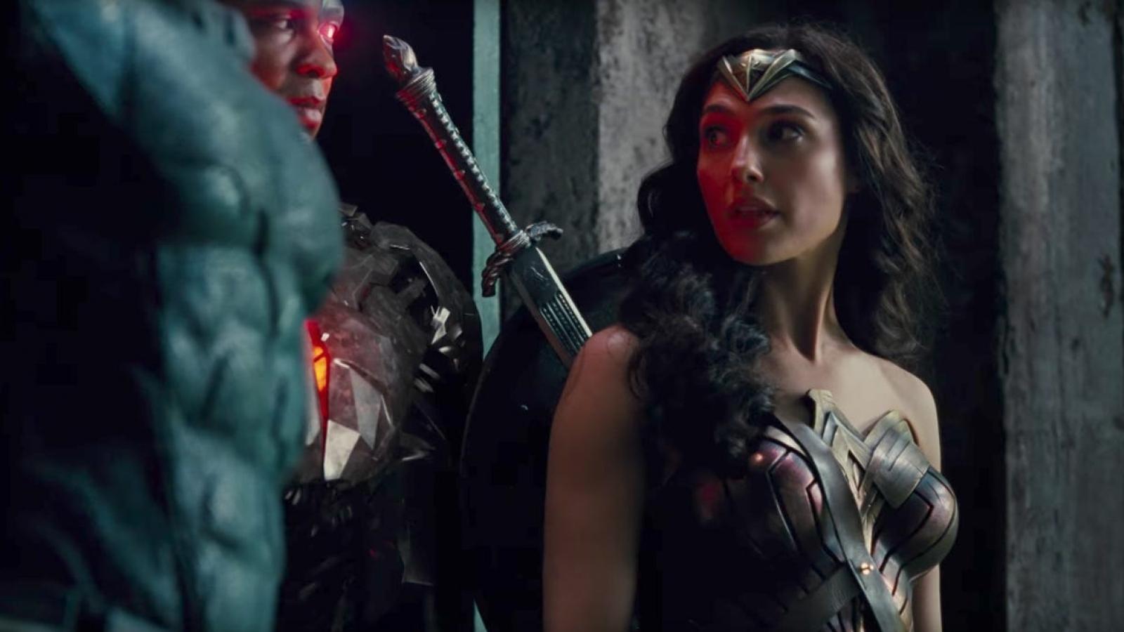 """Đạo diễn phim """"Justice League"""" bị chỉ trích vì hăm dọa Gal Gadot"""