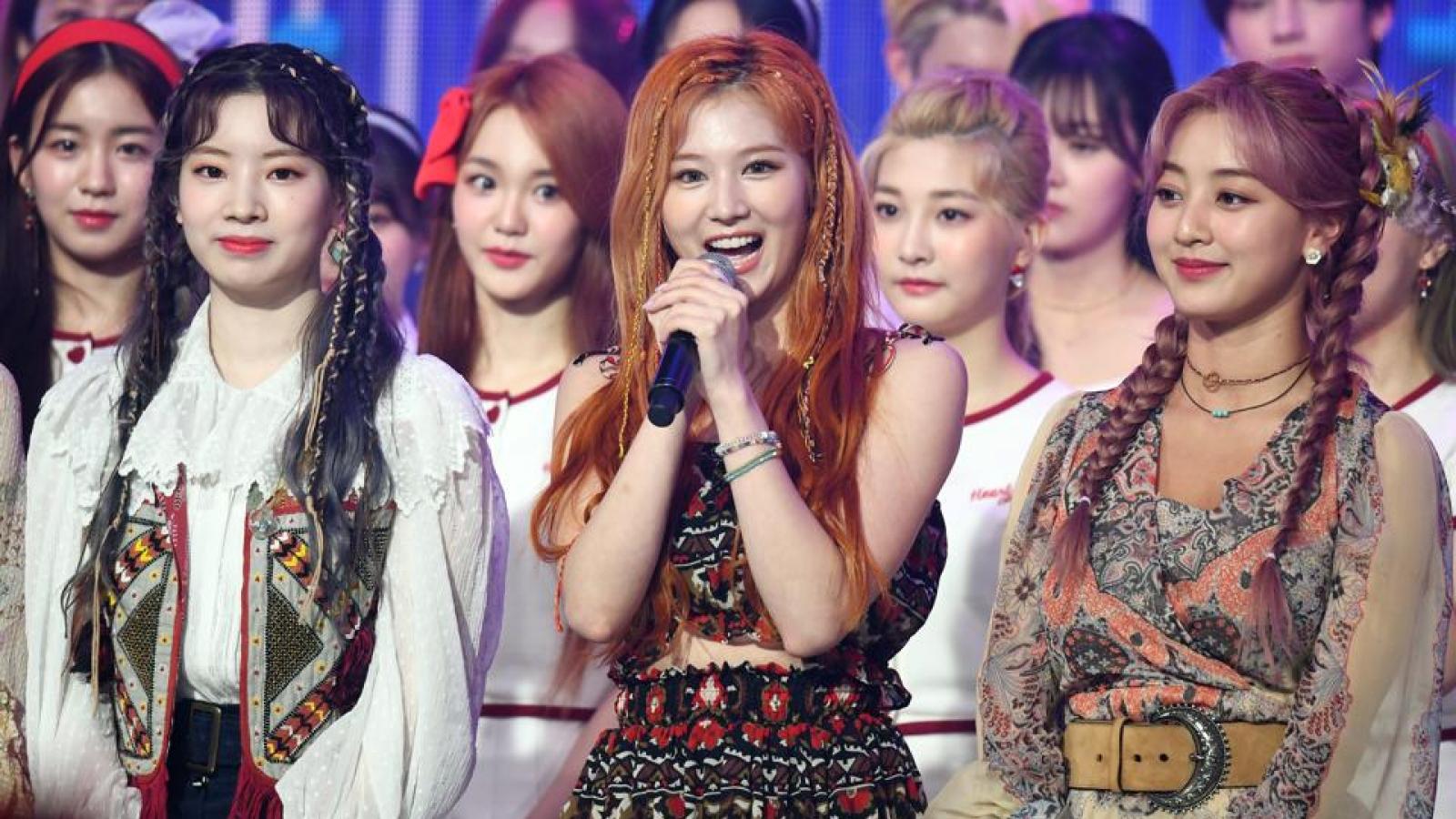 Vượt Blackpink, Twice san bằng kỷ lục của BTS