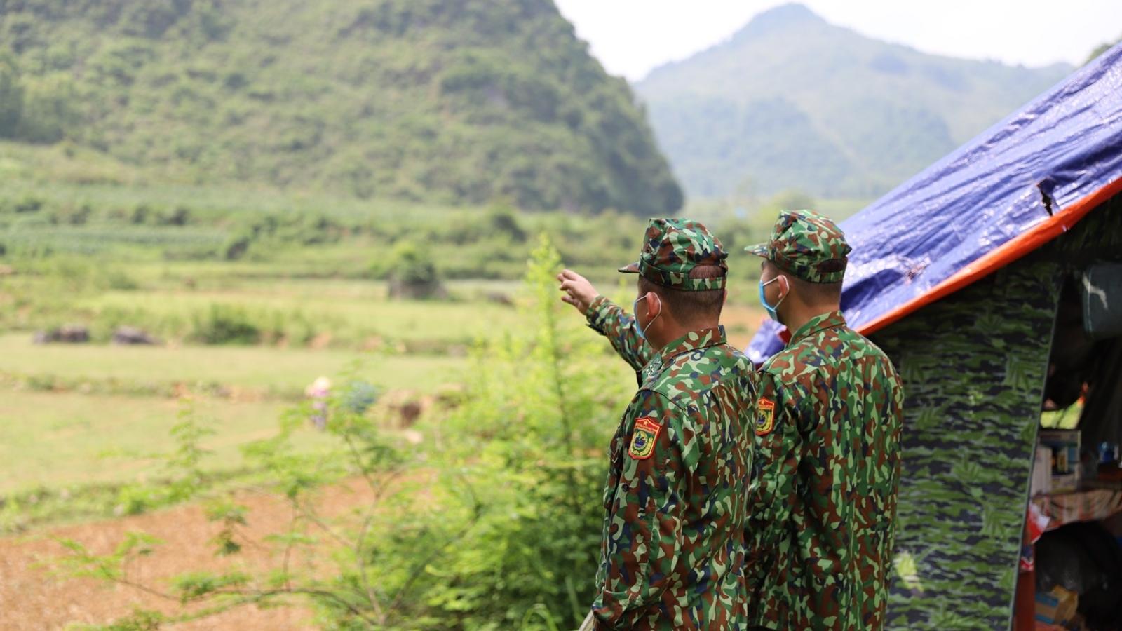 Ngăn chặn xuất, nhập cảnh trái phép nơi thượng nguồn sông Quây Sơn