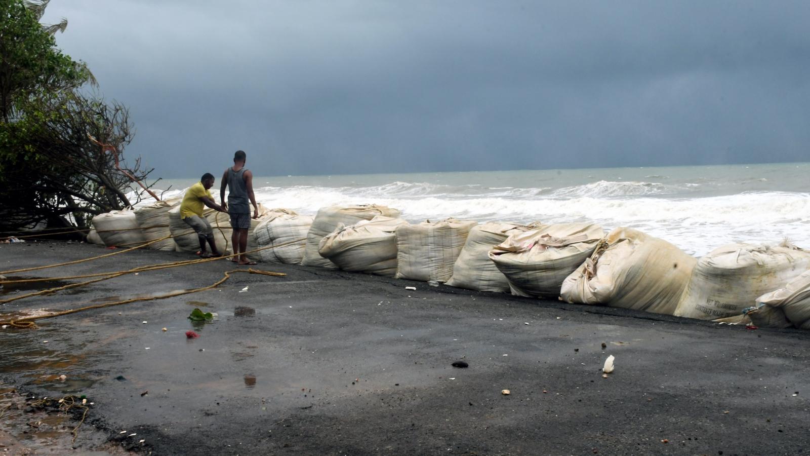 Ấn Độ hứng chịu những thiệt hại đầu tiên của bão Tauktae