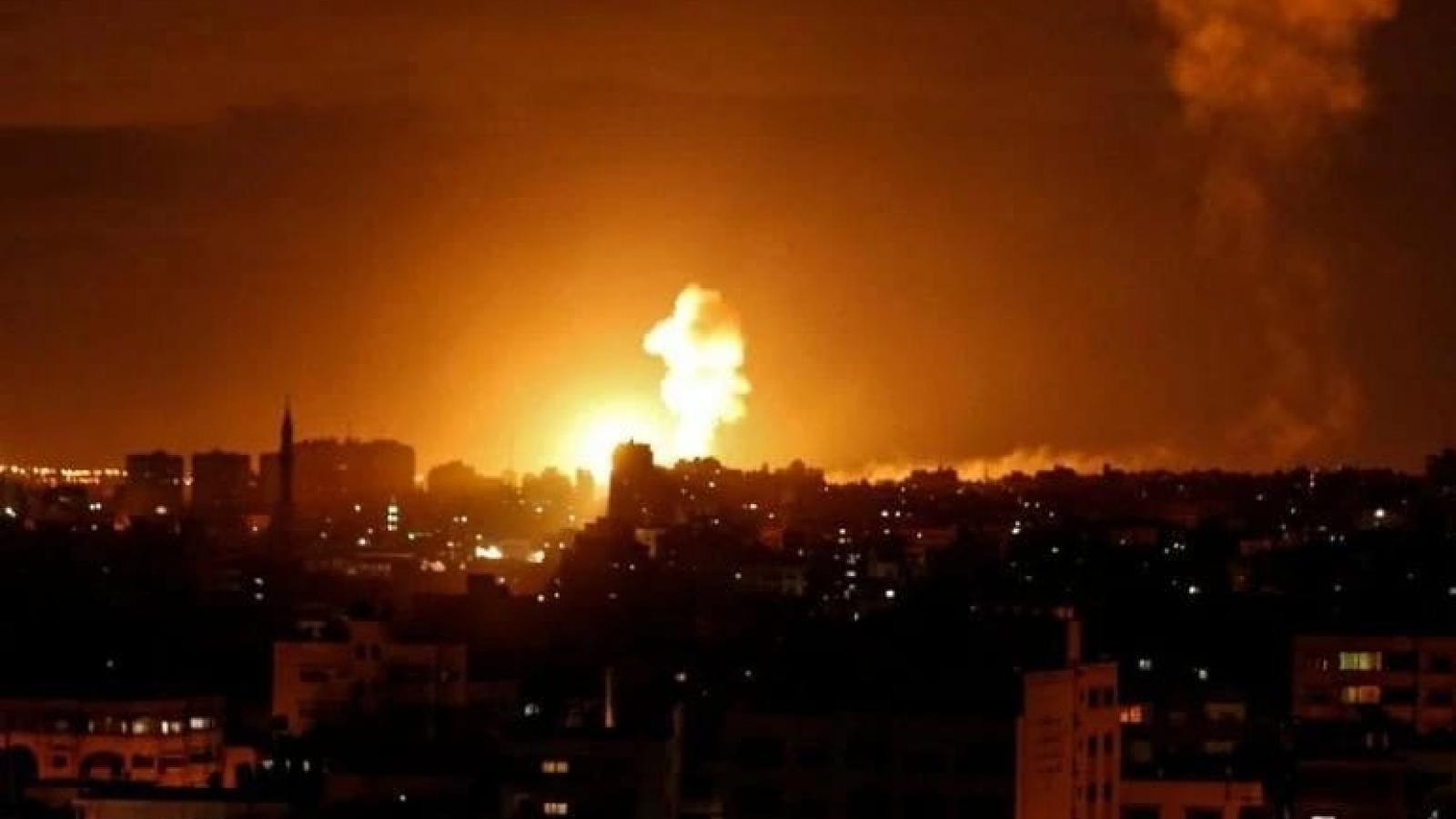 Bể trữ dầu của Israel trúng tên lửa từ Gaza, phát nổ và bốc cháy dữ dội