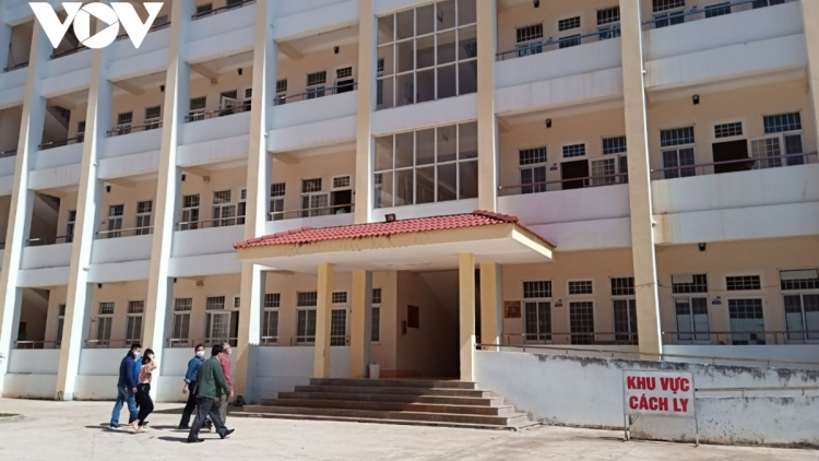 Vietnam extends COVID-19 quarantine to 21 days