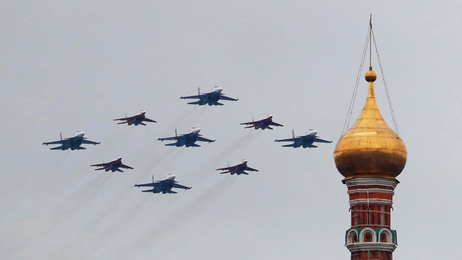 Mãn nhãn màn biểu diễn trên không tại Lễ duyệt binh Ngày Chiến thắng ở Quảng trường Đỏ
