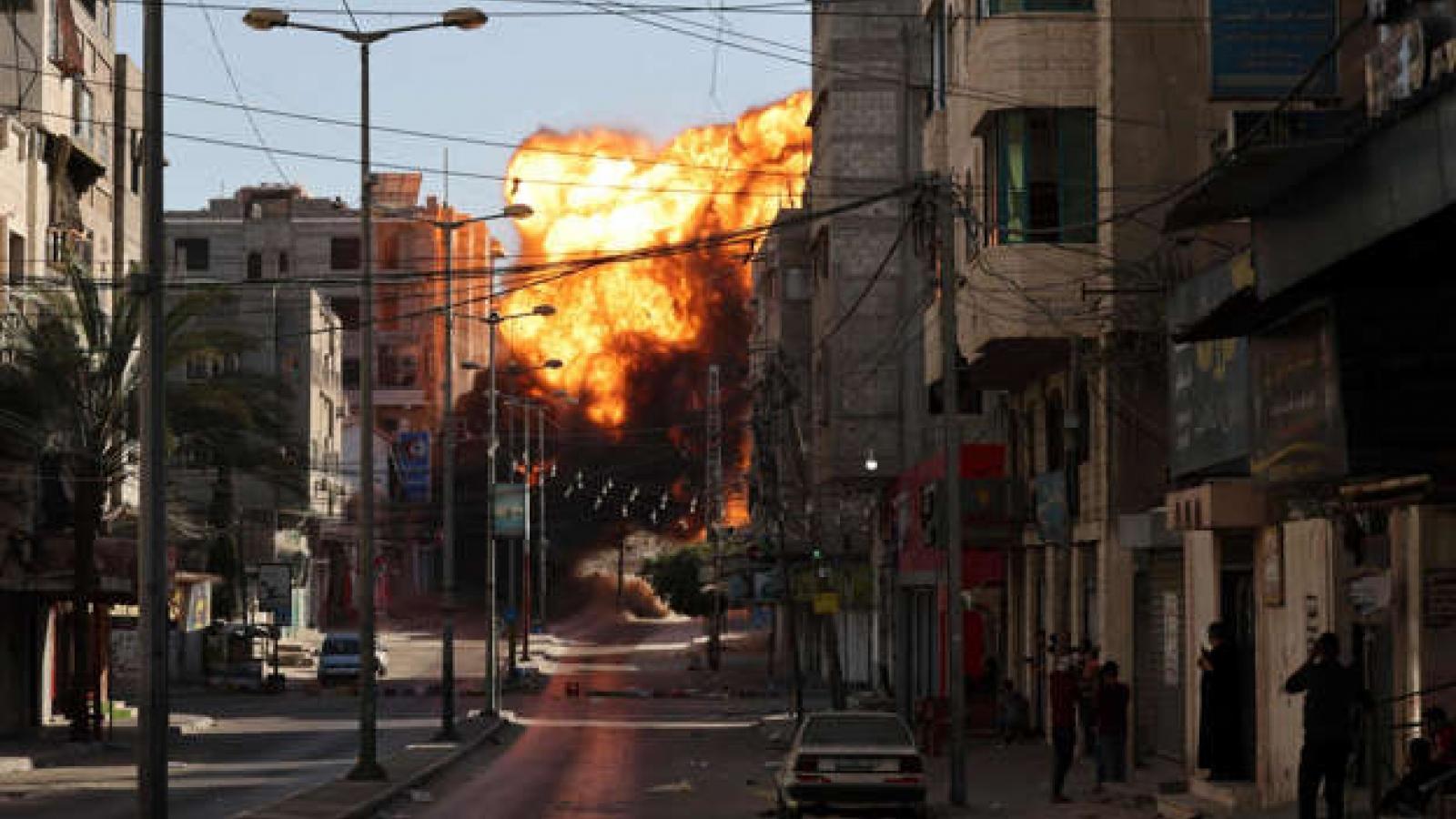 """""""Thùng thuốc súng"""" Gaza bùng nổ, xung đột Israel – Palestine đánh dấu ngày đẫm máu nhất"""