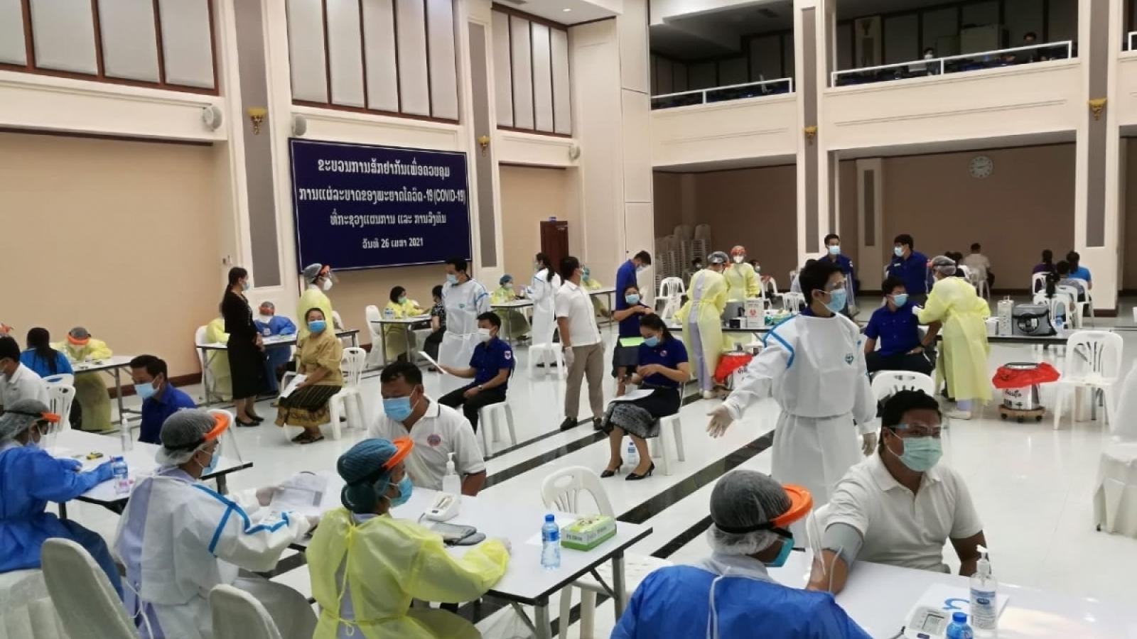 Người Việt tại Lào chung tay chống dịch Covid-19