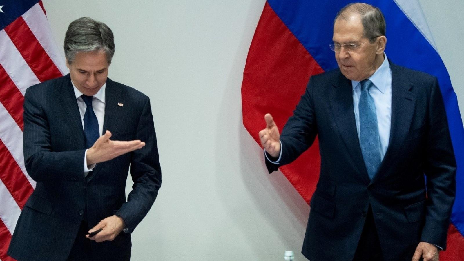 """Dỡ trừng phạt Dòng chảy phương Bắc 2: """"Nhành ô liu"""" của Mỹ để tách Nga khỏi Trung Quốc?"""