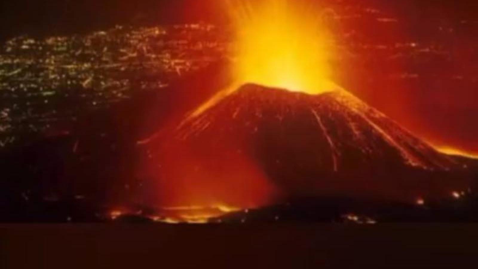 Núi lửa Nyiragongo ở CH Congo phun trào dữ dội