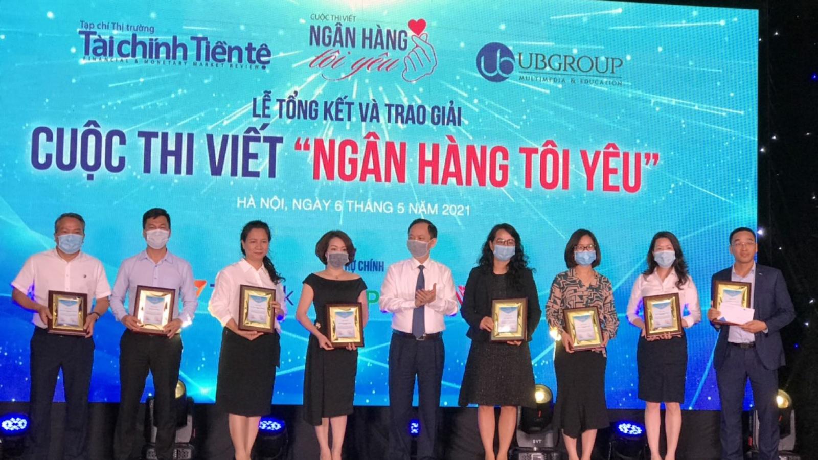 """Trao giải cuộc thi viết """"Ngân hàng tôi yêu"""" dịp kỷ niệm 70 năm Ngân hàng Việt Nam"""
