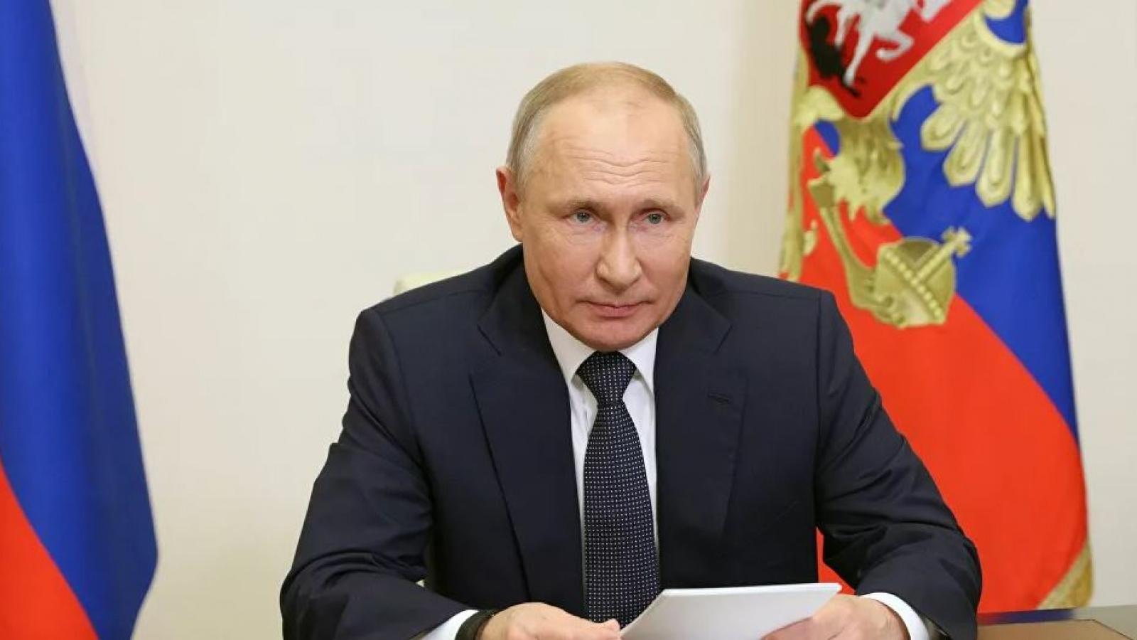 """Tổng thống Putin cảnh báo hậu quả nếu bất kỳ nước nào định """"cắn chiếc bánh của Nga"""""""