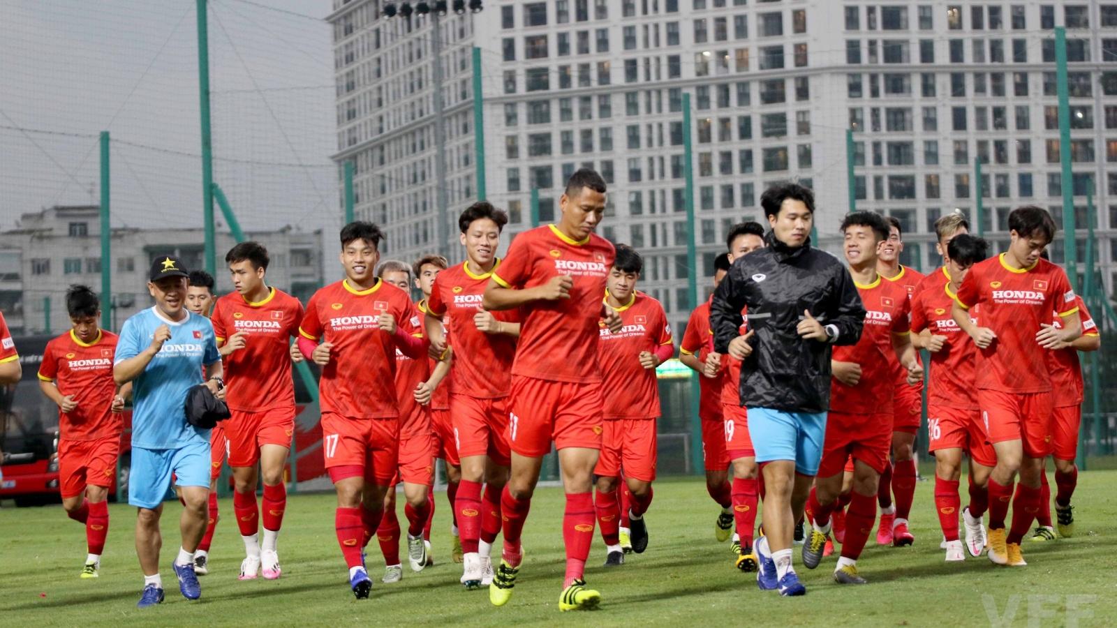 ĐT Việt Nam tập kín, HLV Park Hang Seo đón tin vui từ trụ cột Trọng Hoàng