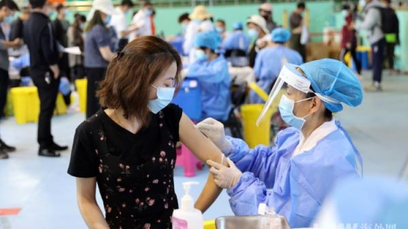 Trung Quốc trở thành quốc gia đầu tiên hoàn thành tiêm 500 triệu liều vaccine Covid-19