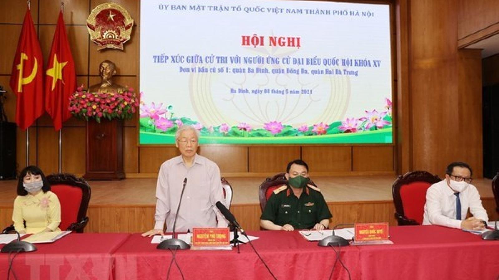 Party General Secretary meets voters in Hanoi