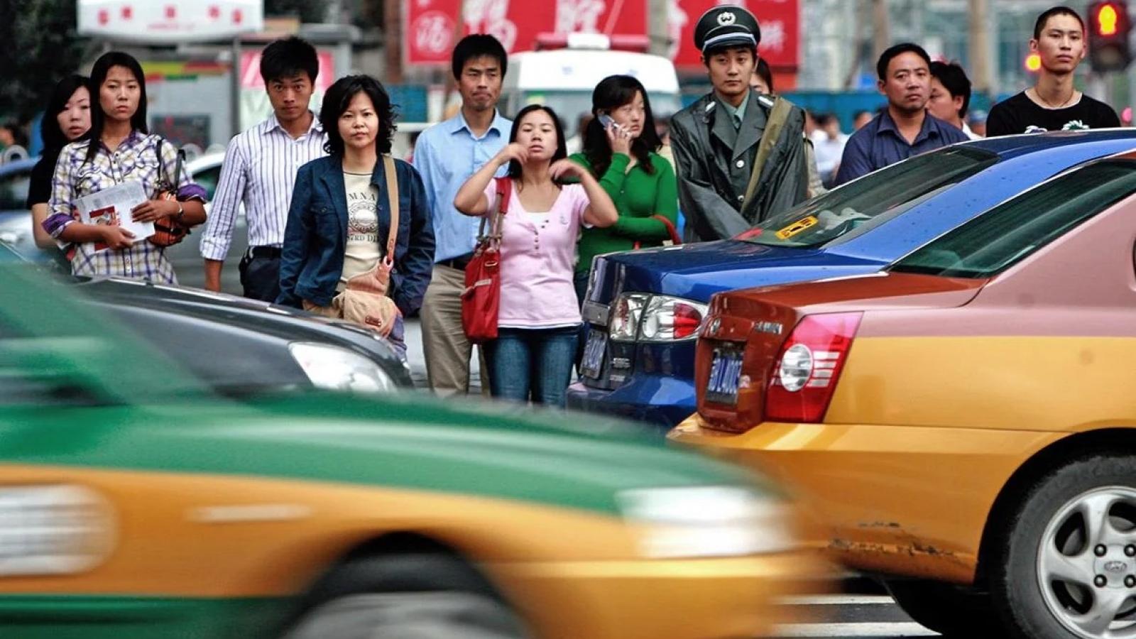 Trung Quốc: Ô tô lao vào đám đông khiến 5 người chết