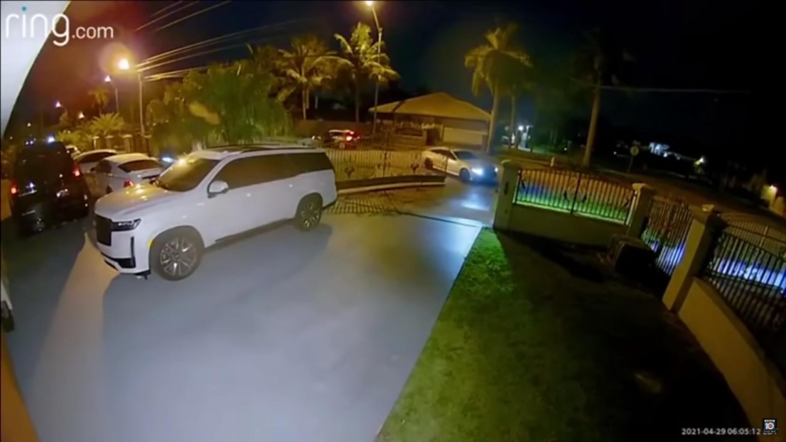 Trộm thản nhiên vào nhà lấy xe Mercedes