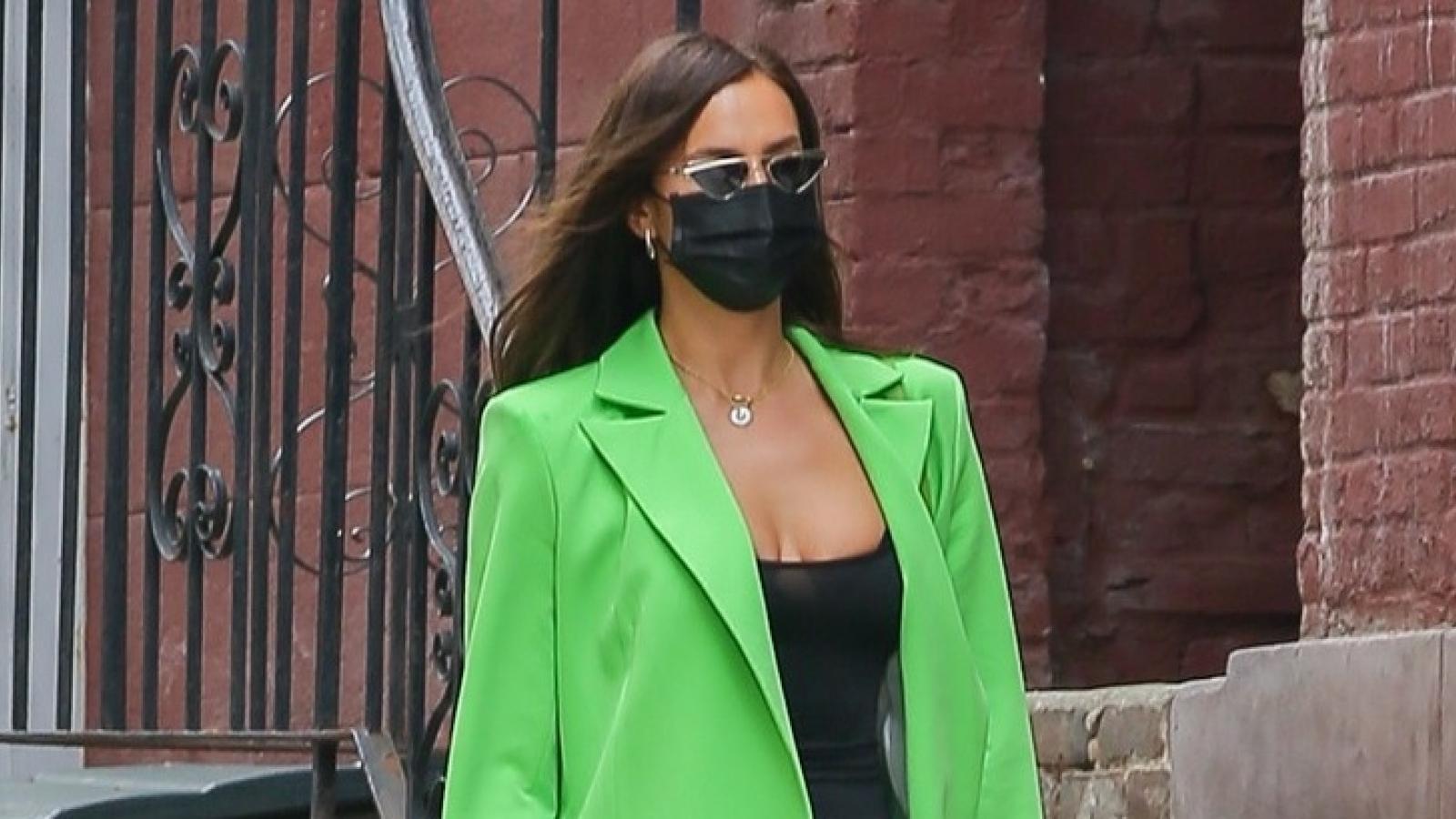 """""""Mẹ đơn thân"""" Irina Shayk tái xuất gợi cảm trên đường phố New York"""